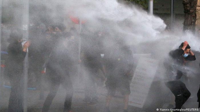 Na Kipru su radili i vodeni topovi policije