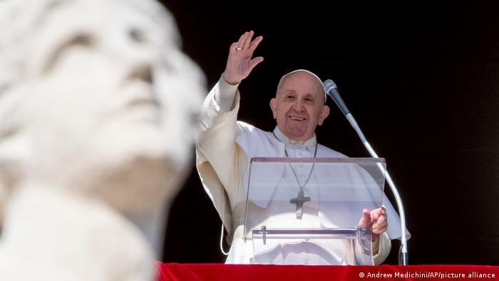 Vatikan Papst Franziskus am Fenster