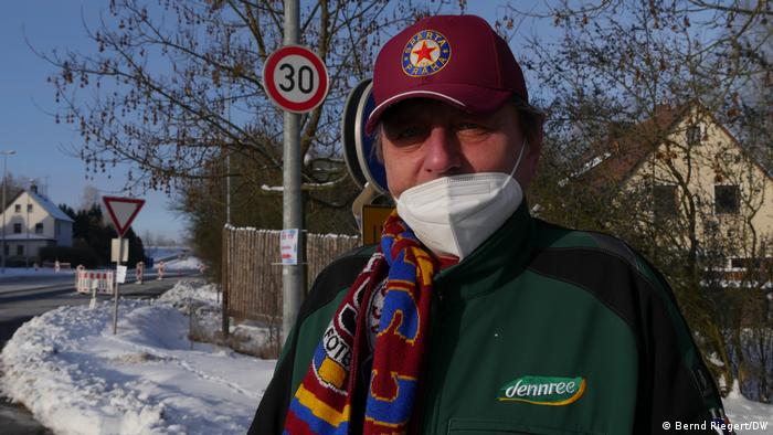 Commuter Milan wearing a mask in the border town of Schirnding
