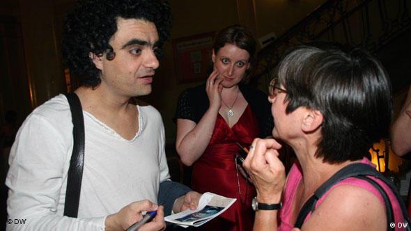 Flash-Galerie Rolando Villazon gibt autogramme an fans