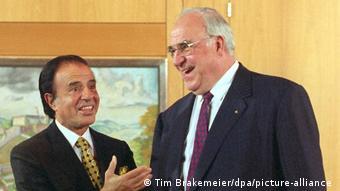 Almanya'nın en uzun süre görevde kalan başbakanı Helmut Kohl (sağda)