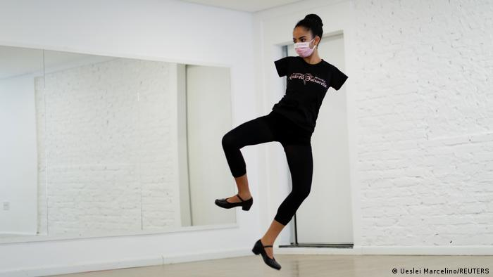 Brasilien Vitoria Bueno Balletttänzerin ohne Arme