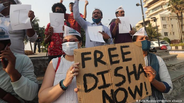 Activists demand the release of Disha Ravi at a protest in Mumbai