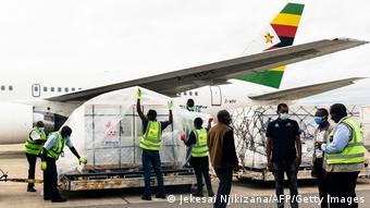 Simbabwe Harare | Corona | Lieferung Impfstoff aus China