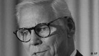 Warren Anderson, the chairman of Union Carbide Corp. at the time of the gas leak in Bhopal