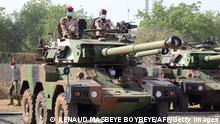 Afrika Tschad Soldaten Frankreich Panzer