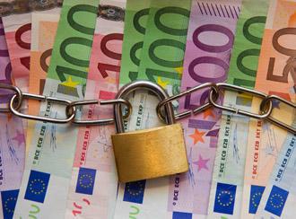 Three percent sign above euro bills