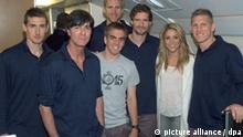 WM 2010 - DFB-Flug nach Südafrika mit Shakira