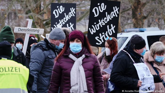 Deutschland Berlin Coronavirus - Demonstration gegen Einschränkungen
