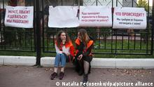 MINSK, BELARUS - SEPTEMBER 3, 2020: Participants in a rally in support of journalists detained during protests outside the Directorate of Internal Affairs (RUVD) for Oktyabrsky District where a photographer of the Tut.By independent web portal has been brought. Since the announcement of the 2020 Belarusian presidential election results on August 9, mass protests against the election results have been erupting in major cities across Belarus. Natalia Fedosenko/TASS