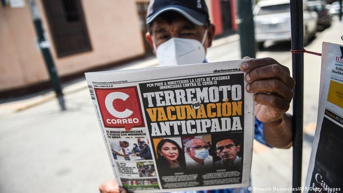 El caso ha causado un terremoto político en Perú, como se lee en la portada del diario Correo de ayer.
