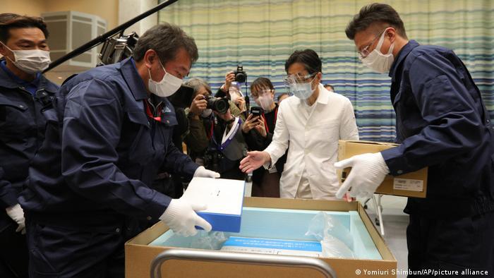 Japan Tokio Ankunft Coronavirus Impfstoff