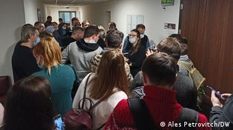 Перед входом в зал суда на процессе над Александром Кордюковым