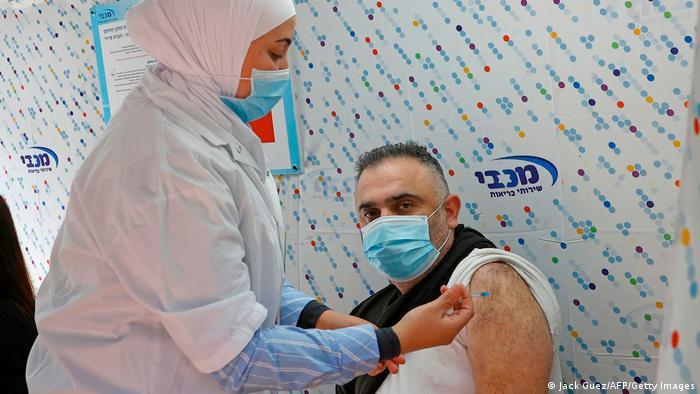 Israel | Coronavirus | Impfungen mit Pfizer-BioNtech in Tel Aviv