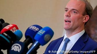 İngiltere Dışişleri Bakanı Dominic Raab Taliban Kabil'e girdiğinde tatilini hemen yarıda kesmediği için eleştiriliyor