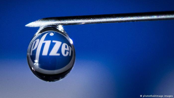 Schriftzug des Biotechnologie-Unternehmens Pfizer