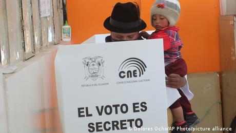 Ecuador Cangahua Wahlen Wahllokal