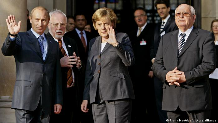 Vladimir Putin (left), Lothar de Maiziere, Angela Merkel (center) and Mikhail Gorbachev (right) in Wiesbaden in October 2007