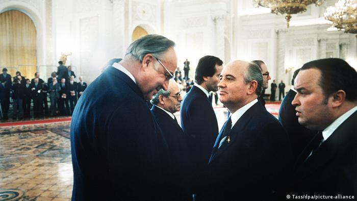 Helmut Kohl and Mikhail Gorbachev at the Kremlin on March 13,1985