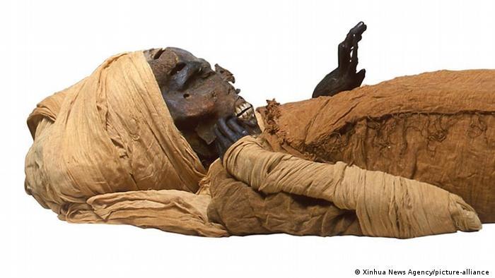 جسد مومیایی سِقِنِنرَع تائو دوم مشهور به تائو شجاع - پژوهشگران میگویند جسد به دقت با پوشاندن زخمها مومیایی شده