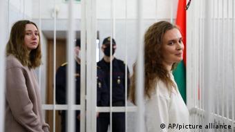 Журналистки Белсата Екатерина Андреева и Дарья Чульцова в суде в Минске