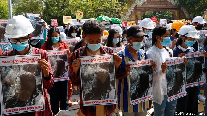 Foto de manifestantes en Birmania