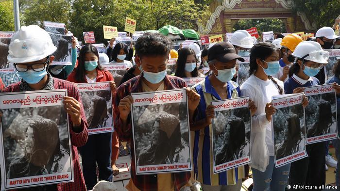 Trauerkundgebung für Mya Thwate Thwate Khaing in Rangun