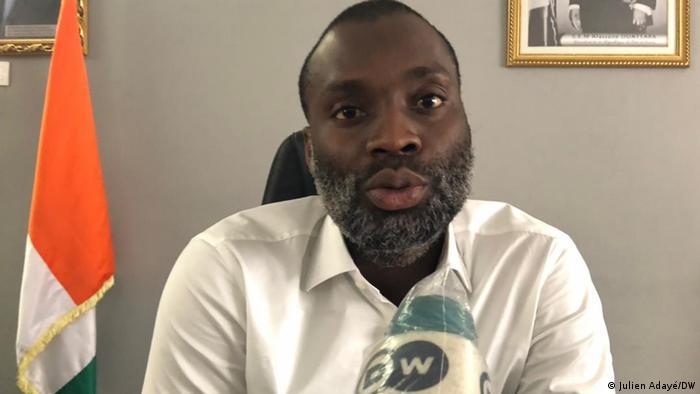 Issouf Doumbia, député-maire dans son bureau à Bingerville.