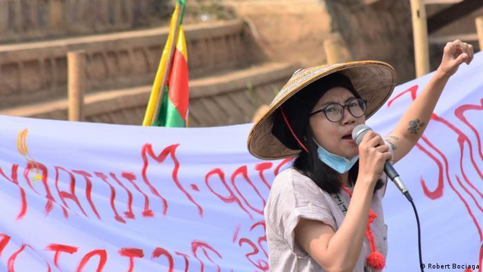 Aksi protes perahu di Danau Inle, Myanmar