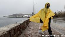 شهدت جزيرة ليسبوس بمخيم كارا تيبي عاصفة قوية خلال هذا الشتاء القارس الصورة: إلياس ماركو / رويترز