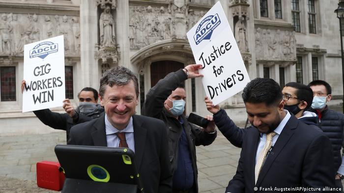 """Uber ha perdido la batalla legal y deberá clasificar a sus conductores como """"trabajadores"""" propios en el Reino Unido"""
