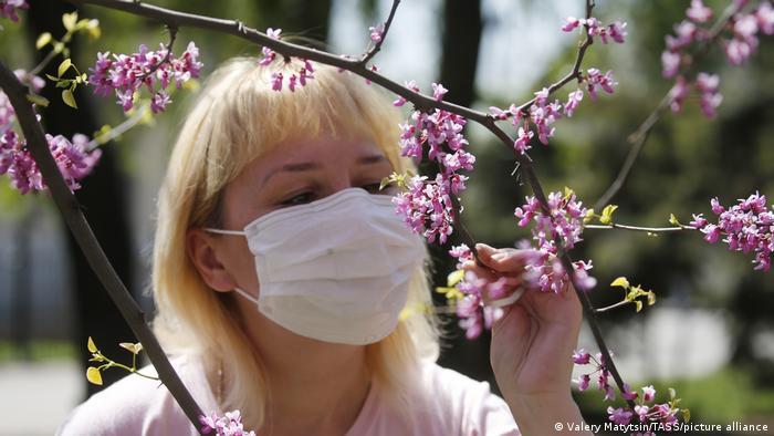 Russland Rostov-on-Don   Coronavirus   Frau mit Maske