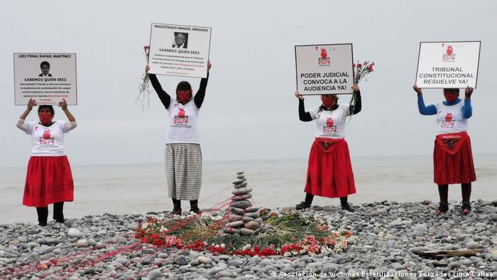 Con una manifestación junto al mar, las víctimas buscaron visibilizar su causa y crear conciencia sobre la necesidad de verdad y justicia.