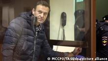 Оппозиционный политик Алексей Навальный в суде, февраль 2020 года