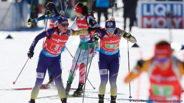 Українки Анастасія Меркушина (ліворуч) та Юлія Джима (праворуч) під час гонки