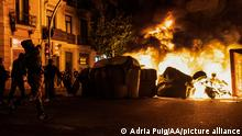 Spanien Protest gegen die Inhaftierung von Pablo Hasel in Barcelona