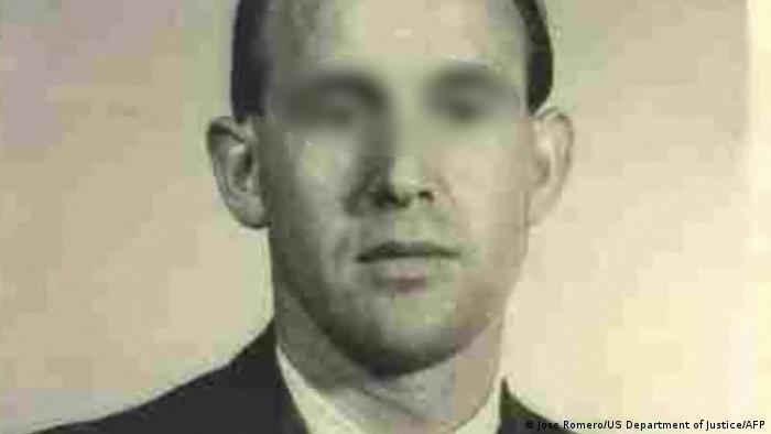 صورة عمرها 62 عاما لكارل فريدريش كارل ب حارس معسكر الاعتقال النازي السابق
