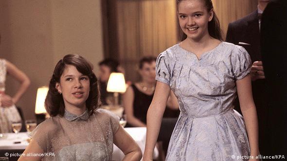 Szene aus dem Film Die bleierne Zeit mit Ina Robinski und Julia Biedermann (1981)