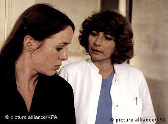 Juliane (Jutta Lampe, l.) und Sabine (Verenice Rudolph)Szene aus Die bleierne Zeit (Foto: picture alliance/kpa)