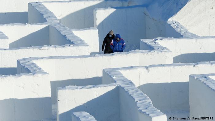U mestu Sankt Adolfi u pokrajini Manitoba u Kanadi napravili su ogroman lavirint od snega. Veći je od onog koji su na istom mestu napravili 2019. i koji je ušao u Ginisovu knjigu rekorda, kao najveći.