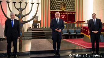 De gauche à droite: le président du Conseil central des Juifs, Josef Schuster, le président fédéral Frank-Walter Steinmeier et le vice-président du Conseil central des Juifs, Abraham Lehrer