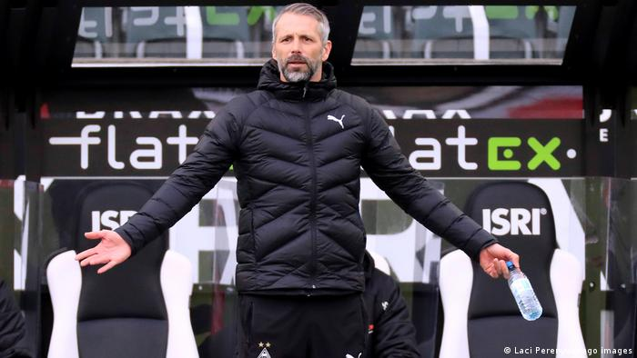 Borussia Mönchengladbach coach Marco Rose shows his frustration on thr touchline in the game against Mainz.