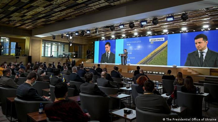 Президент України Володимир Зеленський чекає на гроші від МВФ