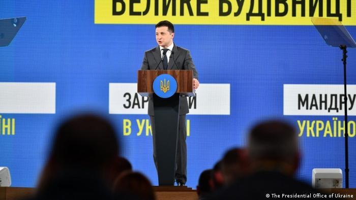 Президент України Володимир Зеленський під час виступу на всеукраїнському форумі Україна 30. Інфраструктура