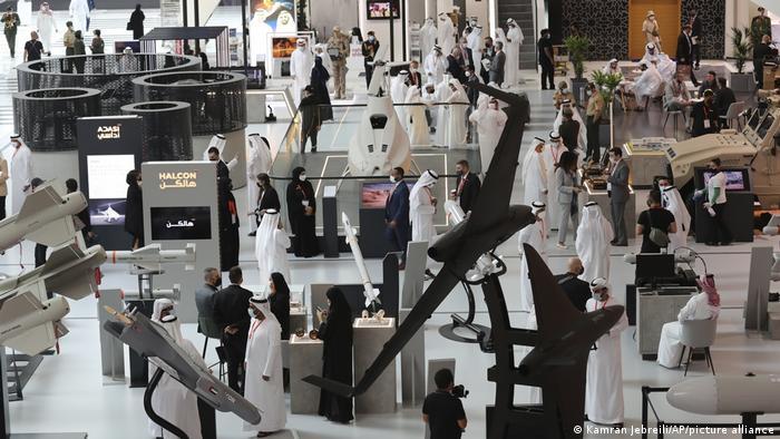 نمایشگاه نظامی ابوظبی از معدود نمایشگاههایی است که بهرغم شیوع ویروس کرونا به شکل حضوری و غیردیجیتال برگزار میشود. این نمایشگاه که روز یکشنبه ۲۱ فوریه (۳ اسفند) گشایش یافت تا ۲۵ فوریه ادامه خواهد داشت.