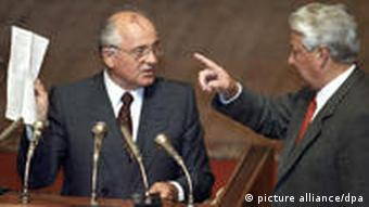 Gorbachev and Yeltsin argue