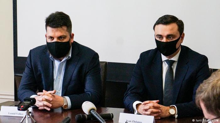 Леонид Волков и Иван Жданов на пресс-конференции в Брюсселе, февраль 2022