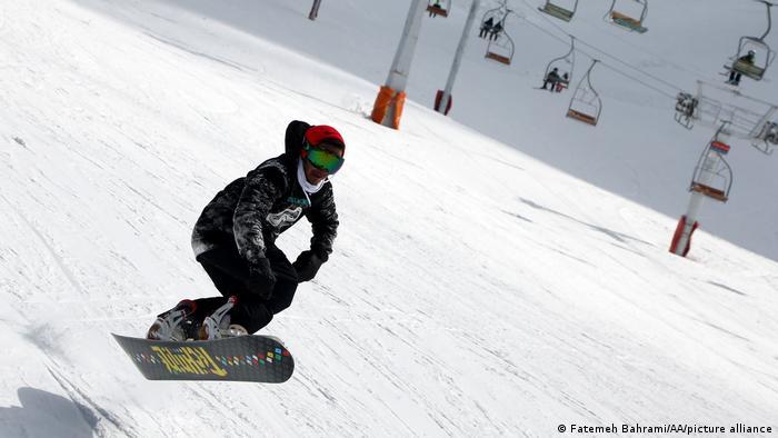 طول پیست اسکی توچال بر ۱۲۰۰ متر بالغ میشود و فضای مناسبی است برای اسنوبوردسواری.