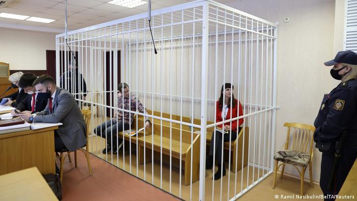 Belarus Journalistin Katerina Borisevich im Gerichtssaal in Minsk