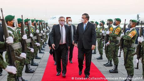 Alberto Fernandez, recibido por Marcelo Ebrard en Ciudad de México.